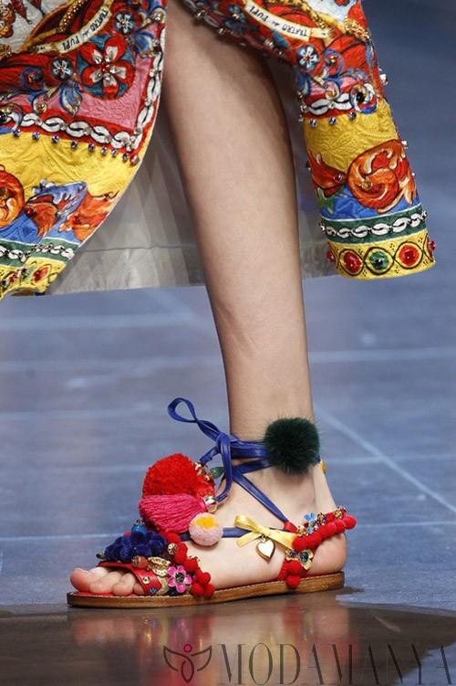 Yaz Geldiyse: Sezonun En Popüler Sandalet Modelleri