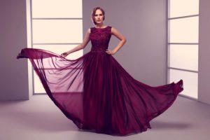 Yaz aylarının vazgeçilmezi uzun elbise modelleri
